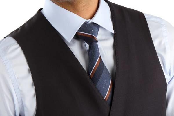 Erkek Takım Elbisede Modayı Yakalayın